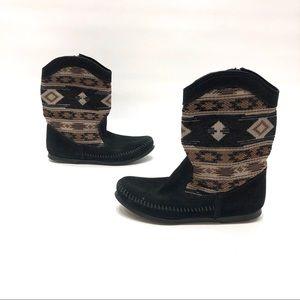 Minnetonka black/brown suede side zip boots size 5